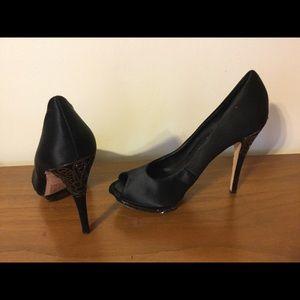 BCBG Maxazria heels size 8